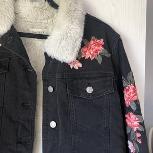 Pacsun denim jacket with Faux fur size Large